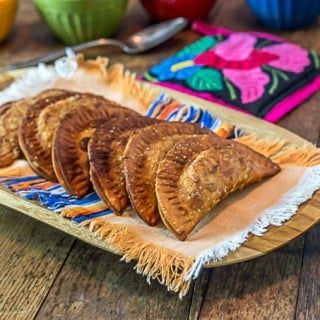 Spicy black bean and plantain empanadas. | ethnicspoon.com