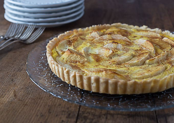 Tarte Normande aux pommes: A French apple tart with custard. | ethnicspoon.com