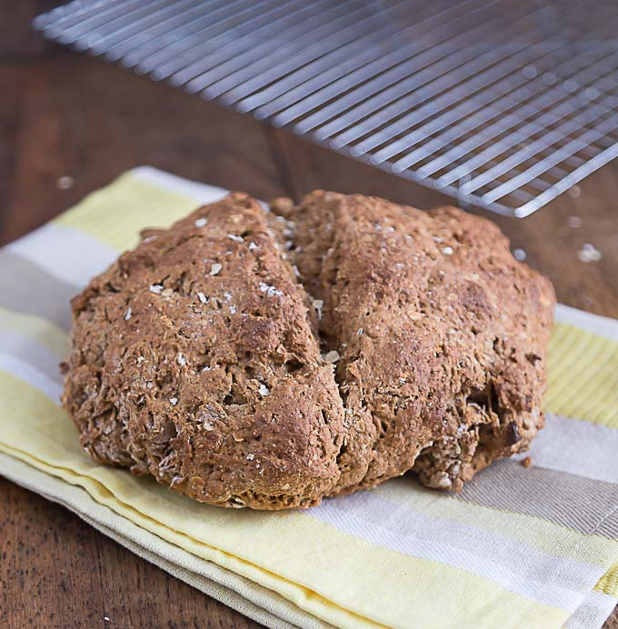 Irish brown bread. A simple soda bread with molasses. | ethnicspoon.com