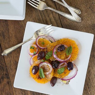 Turkish Portakal Salatsi: orange and onion salad with savory herbs and mint. | ethnicspoon.com