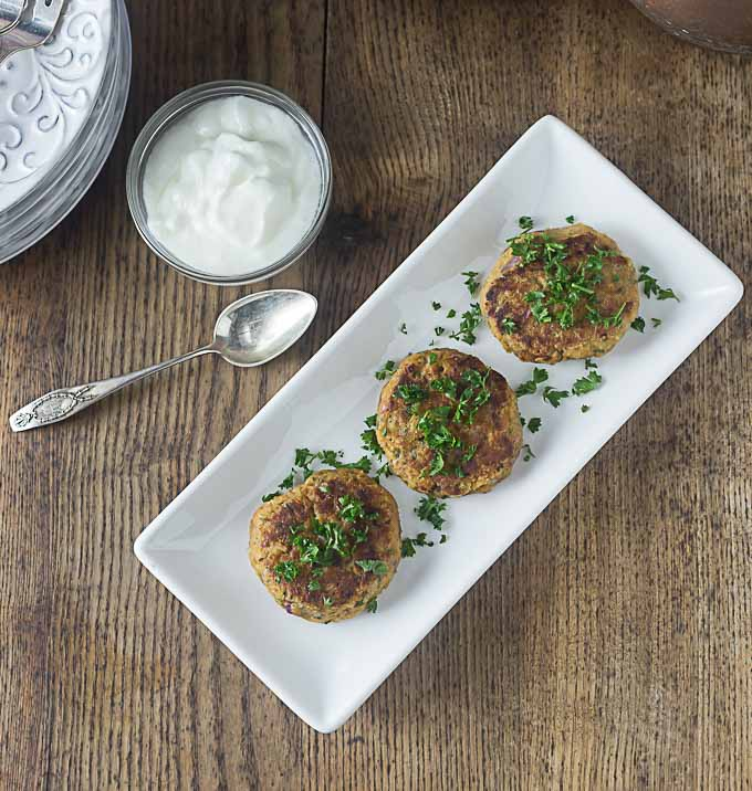 Easy and exotic Turkish nohutlu mücver: Spicy chickpea fritters or burgers | ethnicspoon.com