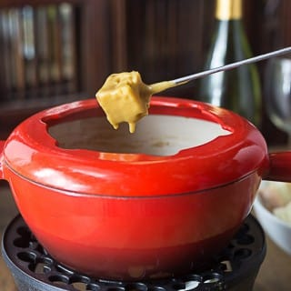 Easy Guinness and cheddar fondue with a little cayenne kick! This is great for parties, gameday or make it a family meal with a salad and fresh fruit on the side! I love to dip apple slices too! | ethnicspoon.com