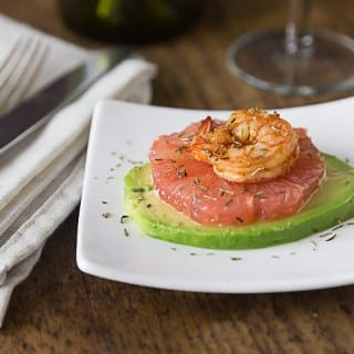 I love Spanish tapas and I hope you love this too! Shrimp with grapefruit & avocado is a great balance of flavors. Sprinkle a little thyme for an herbal note too! | ethnicspoon.com