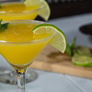My new favorite summer fruity drink! Enjoy the summer heat with a frozen mango rum cocktail with mint! Sweet, tart and delicious! | ethnicspoon.com