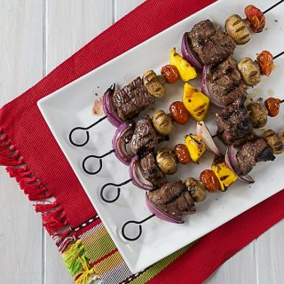 Juicy tender beef kebabs with a Latin twist! Marinated in HERDEZ® Salsa Verde, garlic, nutmeg, salt & oregano. | ethnicspoon.com