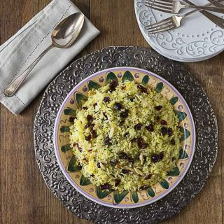 Try this delicious Persian style saffron rice with almonds and Craisins brings a contrast of flavors and textures. This is similar to the dish Albaloo Polow. | ethnicspoon.com