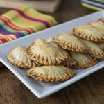Delicious vegetarian empanadas with avocado, black beans and queso fresco. A nice crunchy Latin pastry with creamy avocado filling! Que Rico! | ethnicspoon.com