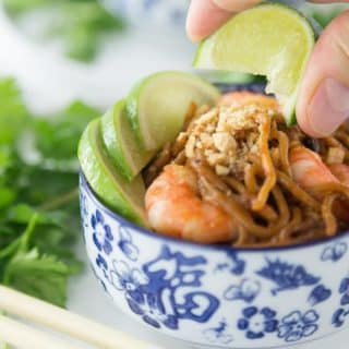 Here is a tasty weeknight meal! Super easy shrimp pad thai can be ready in about 5 minutes! Add some fresh cilantro, limes and chopped peanuts! So Good! | ethnicspoon.com