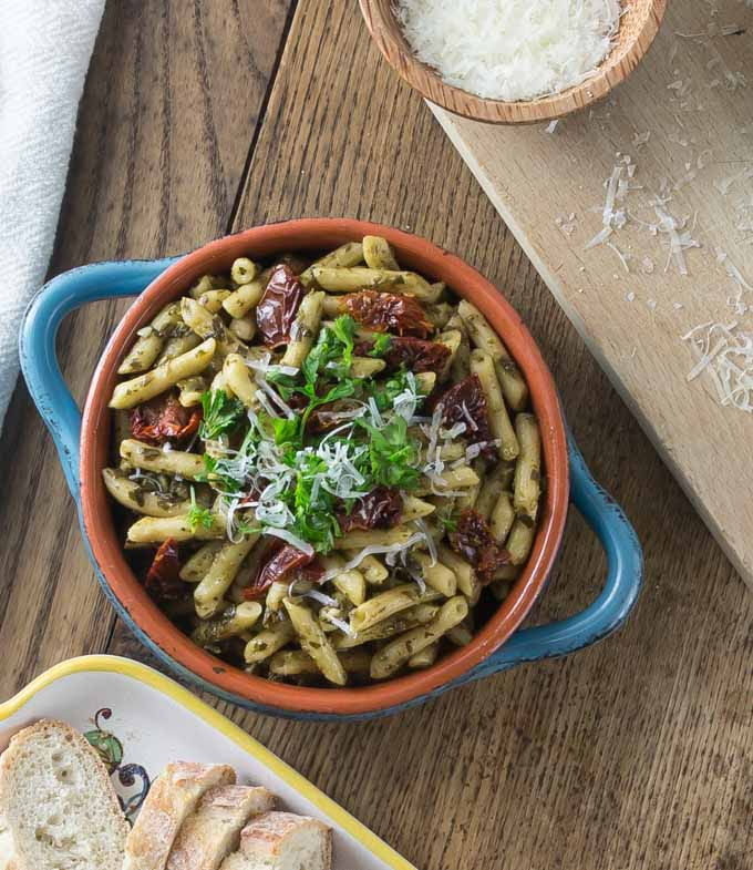 A perfectly delicious weeknight meal for those oh so busy nights. Barilla Ready Pasta with pesto sauce and sundried tomatoes. | ethnicspoon.com
