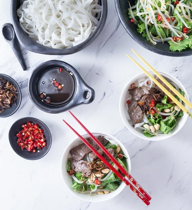 Vietnamese Beef Noodle Salad (Phở Trộn) is a delicious recipe for noodle salad for the hot summers in Hanoi or anywhere when you need a cool dish for lunch or dinner. This has some of the best authentic Vietnamese contrast of flavors: salty, tangy, sweet, bitter and some hot chillies for some heat too! | ethnicspoon.com
