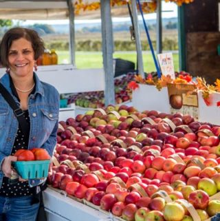 Here I am at my local farm stand to pick up some apple and tomatoes. I love the fall season! | ethnicspoon.com
