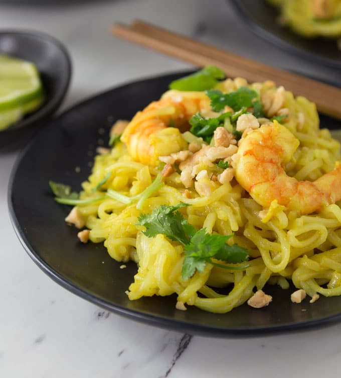 Rice noodles with a spicy kick! Indonesian curry brings a a spicy flavor to the table with a rich sauce. The sweet flavor of coconut with spicy curry and tamarind has a nice contrast of flavors. | ethnicspoon.com